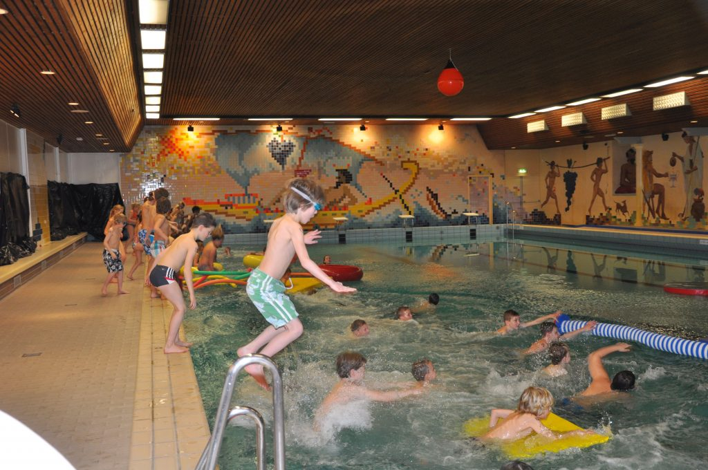 Spookzwemmen zwembad de Hullen.